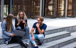 <p>Publicada la convocatoria del Programa ERASMUS+ KA107 para movilidades internacionales en el curso 2021-22.</p>  <p>Tienes para elegir entre 27 universidades en 15 países no pertenecientes a la Unión Europea.</p>  <p>¡No pierdas esta oportunidad!</p>